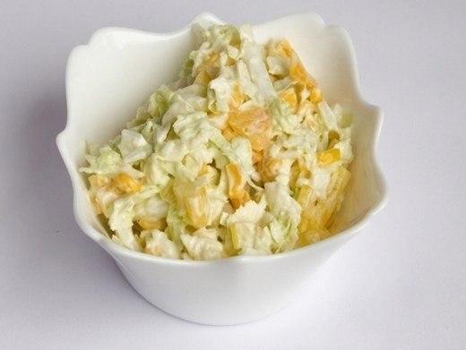 Салат капустный с кукурузой и яблоком 0