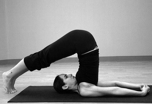 4 упражнения, которые женщине рекомендуется выполнять, когда она нервничает, подавлена или утомлена
