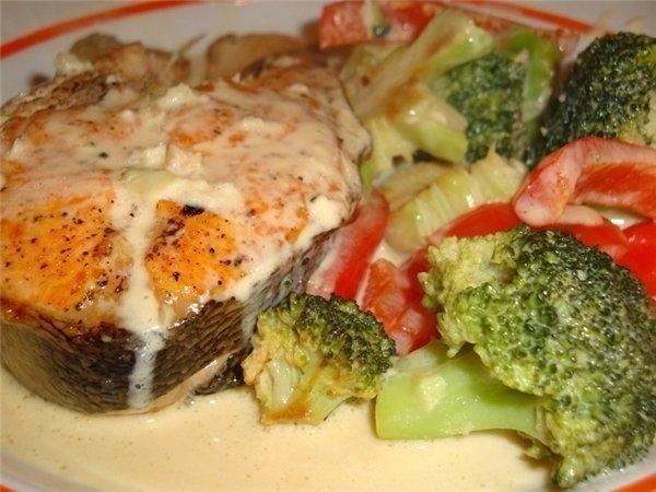Рыба с овощами, запеченная в молочном соусе 0